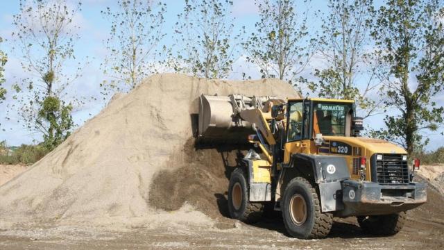 Chargeuse de sable en action