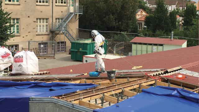 Désamiantage d'un toit