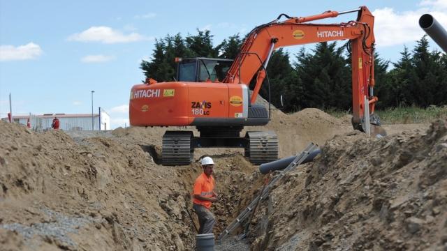 Ouvrier sur chantier d'assainissement